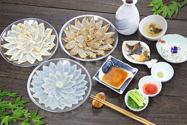 三皿で大皿並みの215g入り! 父の日だからたっぷり食べて頂きたい魚重のふぐ刺しセット