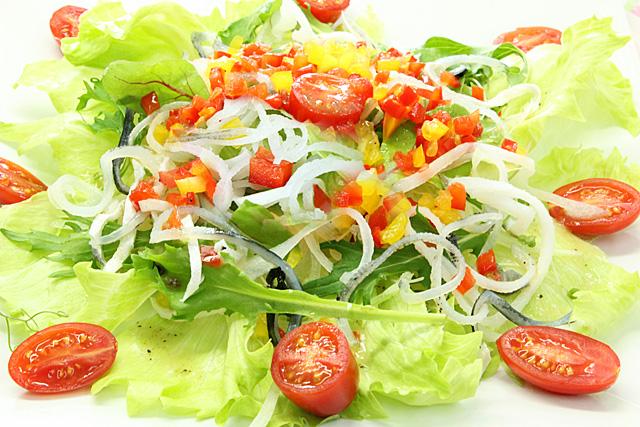 サラダに和えて、こりぷるコラーゲンの食感をお楽しみください